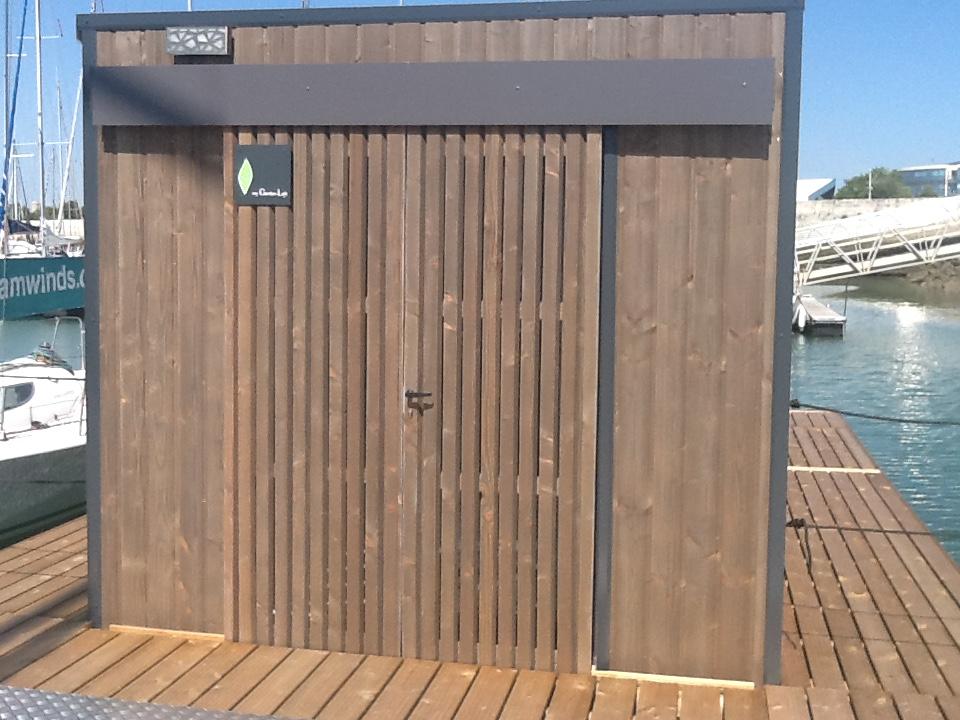 bureau flottant bureau de jardin my garden loft 3 my garden loft. Black Bedroom Furniture Sets. Home Design Ideas